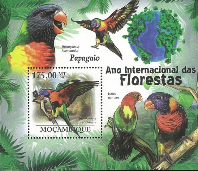 Birds on Stamps - animals on stamps - stamp collecting - Parrot -  Eos reticulata - bird  - topical stamp collecting - Mozambique Stamp